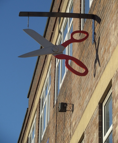 big scissor sign