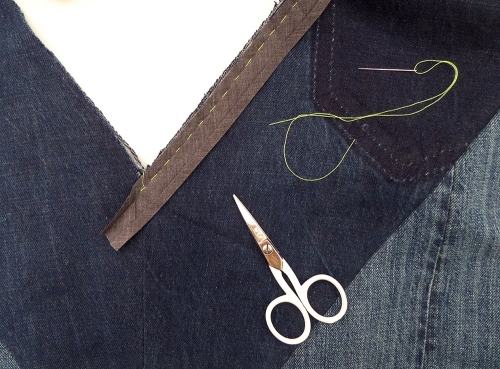how to attach bias binding as a facing to a v-neck1