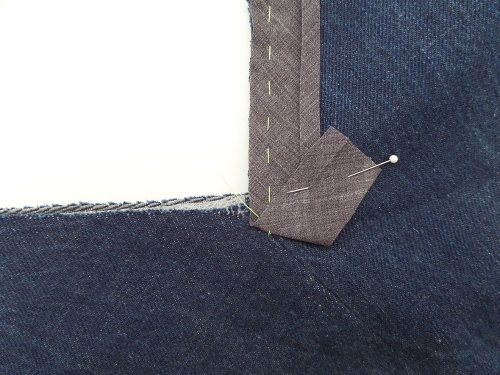 how to attach bias binding as a facing to a v-neck2